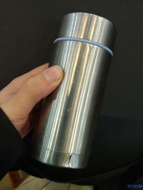 前女友送的保温杯用了两年多摔裂了,我准备买个新的发现,好贵啊!